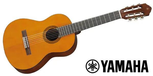 ■ミニクラシックギター ■トップ:スプルース ■サイド/バック:メランティ ■ネック:ナトーほか ■指板:ローズウッド ■ナット幅:48mm ■スケール:535mm ■全長:858mm ■胴厚:80mm-84mm ■ブリッジ:ローズウッド ■ソフトケース付