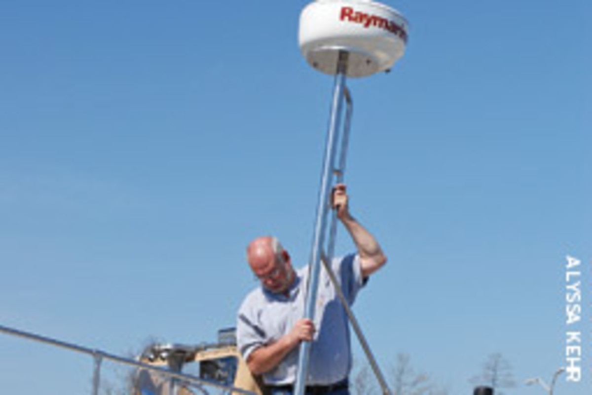 hight resolution of the writer fabricated a stainless mast for the radar installation on his boston whaler