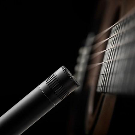 DPA d:dicate 4011A Mic on Guitar