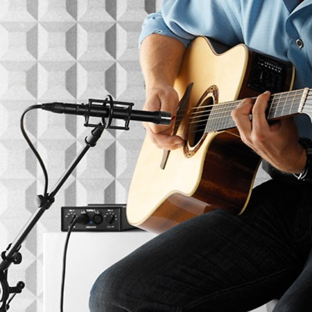 DPA d:dicate™ 4041-SP Omni Large-Diaphragm Microphone on guitar