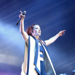 Jess Glynne on tour with the DPA d:facto™ Linear Vocal Mic