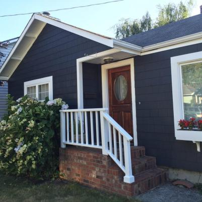 A Fremont exterior painted with Flat paint on the body and Low Lustre paint on the trim