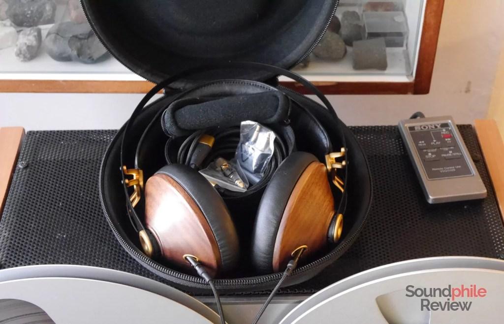 Meze 99 Classics case and cables