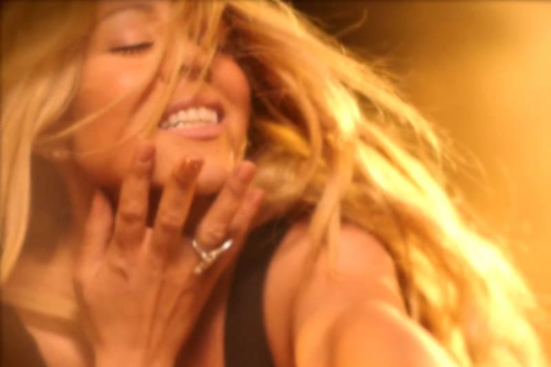 Mariah Carey dalam Videonya Beautiful