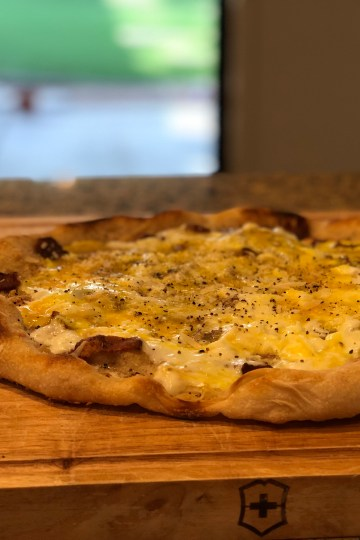 carbonara sourdough pizza