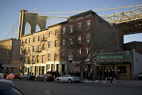 Grimaldis-Under-the-Brooklyn-Bridge-by-sdettling-on-flickr