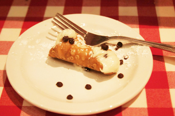 Mini cannoli dessert, great sweet & salty combination!