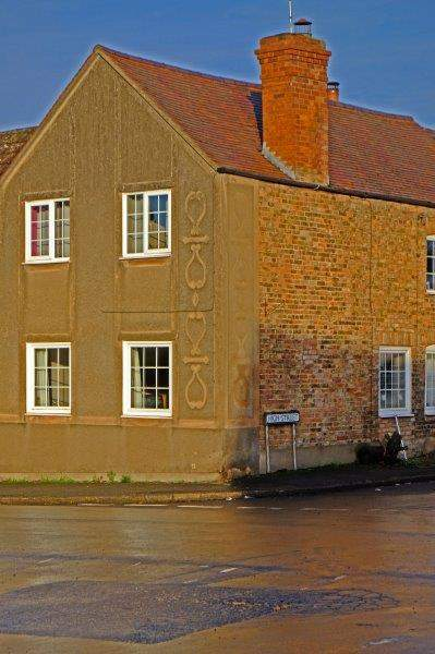 Central Arlingham. Unusual markings on the side of a house