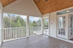 Screen porch, vaulted ceiling