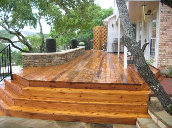 custom deck design and construction