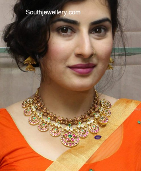 Archana In A Traditional Gold Necklace Jewellery Designs