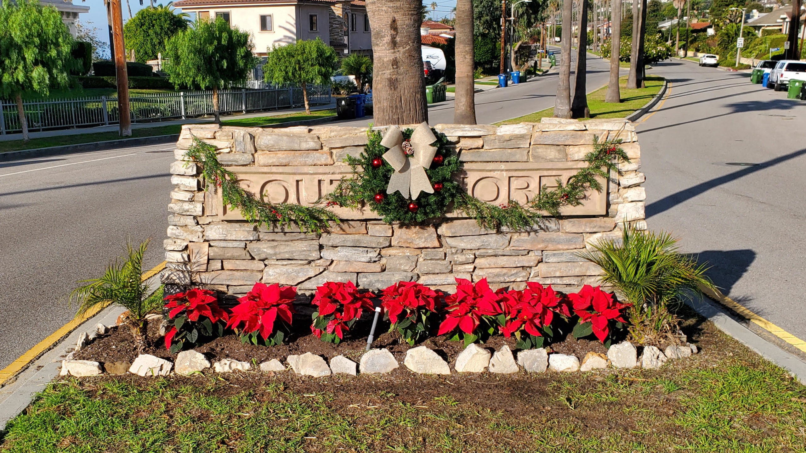 South Shores sign decorated for the holidays