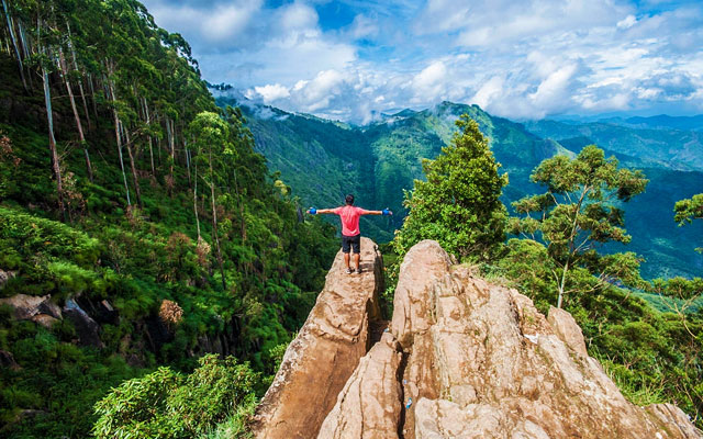 breathtaking view from the Dolphin nose view point in Kodaikanal