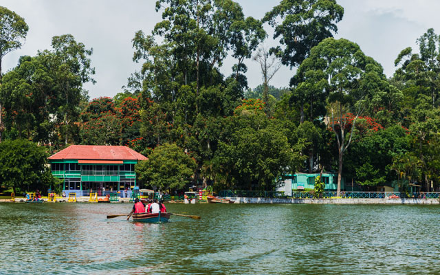 Landscape view of Yercaud lake with tourist boating