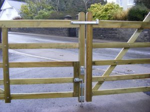 five-bar-farm-gate-ammanford-3