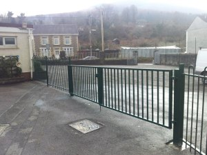 jacksons-anti-necktrap-railings-cwmgrach-2