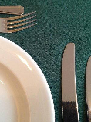 """FOREST GREEN LINEN TABLECLOTH 128"""" ROUND"""