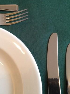 "FOREST GREEN LINEN TABLECLOTH 54"" x 54"""