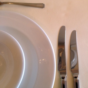 """IVORY LINEN TABLECLOTH 108"""" ROUND"""