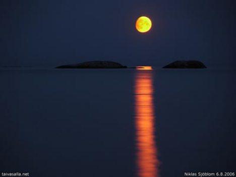 Foto della Luna dalla Finlandia