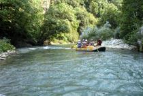 Soci dello Slow Food discendono il fiume Lao