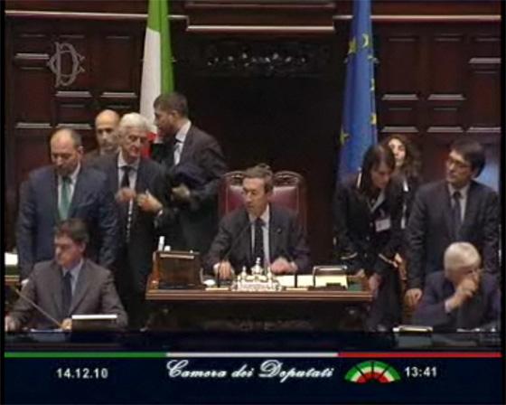 Camera dei Deputati - Il Presidente Fini legge l'esito della votazione sulla mozione di sfiducia