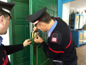 carabinieri-cc-casa-porta-chiusa