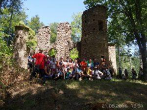 escursionisti presso Castello della Baronessa