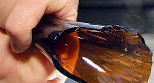 Rissa in mezzo alla strada con bottiglie rotte, quattro arresti