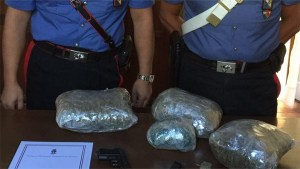 Nascondeva 2 kg di marijuana in casa, arrestato 50enne