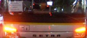 Sparano all'autista del pullman in corsa, tre giovani denunciati