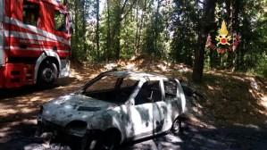 Amaroni – Auto si incendia sulla strada per Montecovello