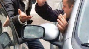 Roma – Tenta la truffa dello specchietto, 27enne calabrese viene bloccato dai carabinieri
