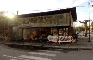 Incendio distrugge un bar-paninoteca, danni ingenti