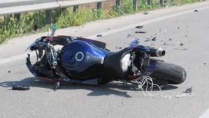Centauro sbalzato dalla moto cade e muore sulla Trasversale delle Serre