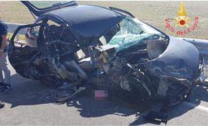Scontro fra auto e furgone nel catanzarese, ferita una 17enne