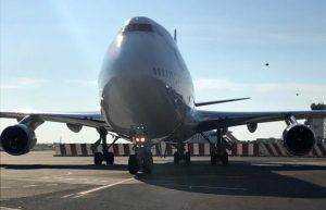 """Atterra a Lamezia il """"Jumbo Jet"""",  l'aeromobile più grande ad aver operato nello scalo"""