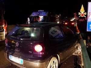 Auto contro new jersey e guardrail sulla Ss 280, ferito il conducente