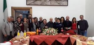 La signora Costanza Brescia va in pensione, festa a sorpresa al Comune di Borgia