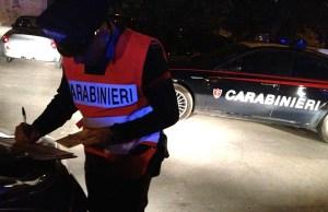 Si scaglia contro i carabinieri dopo un incidente stradale, commerciante ambulante arrestato