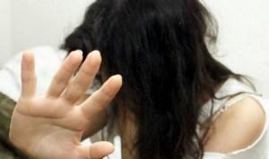 Tenta di sfregiare la moglie con l'olio bollente, 39enne arrestato