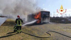 A fuoco cabina parco fotovoltaico a Girifalco, intervento dei Vigili del Fuoco
