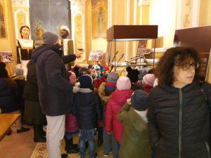 Gli alunni delle scuole primarie e medie di Tiriolo in visita alla mostra sugli strumenti musicali nella tradizione popolare calabrese