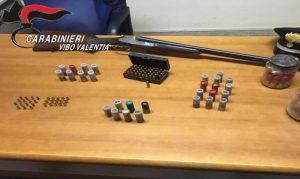 Fucile e cartucce rinvenute dai Carabinieri nelle campagne
