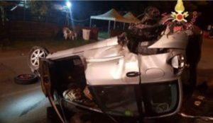 Scontro tra due auto nella notte nel catanzarese, 5 feriti