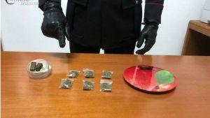 Droga in auto pronta per lo spaccio, 40enne arrestato nel catanzarese