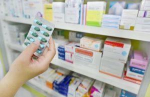 Oltre 500 medicinali scaduti in un ambulatorio, denunciato titolare