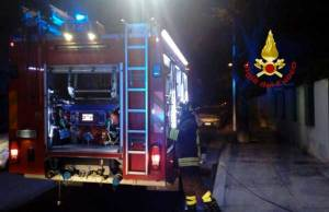 Incendiati due veicoli per raccolta rifiuti del comune di Roccella Jonica, indagini