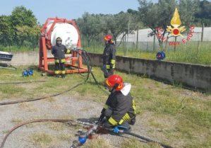Vigili del fuoco impegnati a Soverato in un'esercitazione del personale del nucleo NBCR