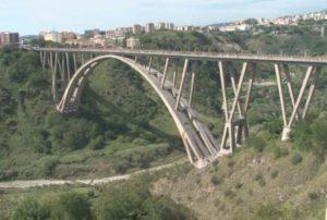 Domani interruzioni momentanee al traffico sul ponte Bisantis di Catanzaro